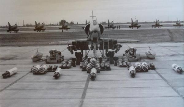 A-4B da força aérea argentina que tanto trabalho deram aos britânicos em 1982.