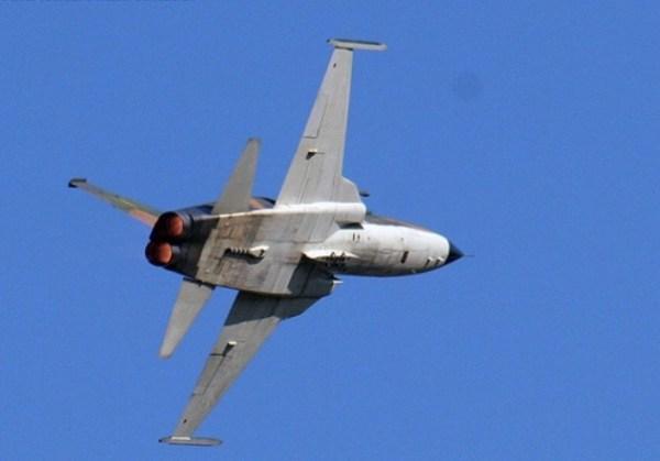 Os pós combustores brilham neste F-5E da FAB (Imagem: Rafael Fisher Machado)