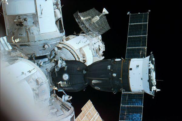 Soyuz_acoplada_MIR