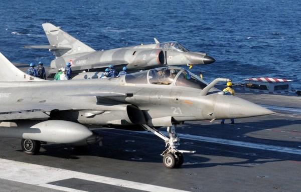 charles de gaulle aircraft carrier Rafale + Super Étendard