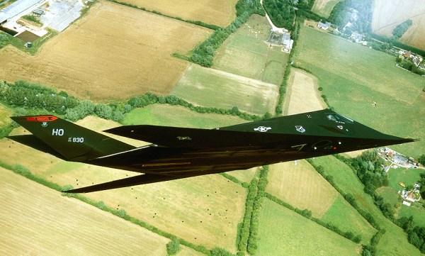 O primeiro protótipo do F-117 voou propulsionado por um par de J85 (Imagem: everythingisaircrafts)