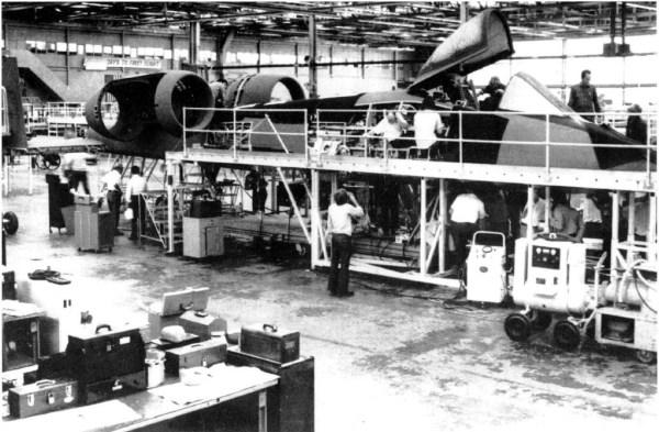Montagem do 1º Fairchild Republic A-10 de produção