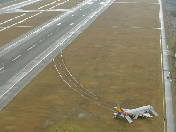 Aeronave acidentada - Airbus A320-232, prefixo HL7762, Foto Kyodo, Reuters