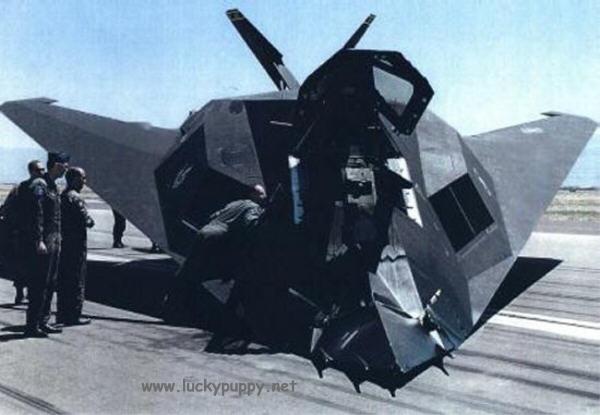 F 117 crash - GUERRA FRIA: Como o mundo imaginava o F-117