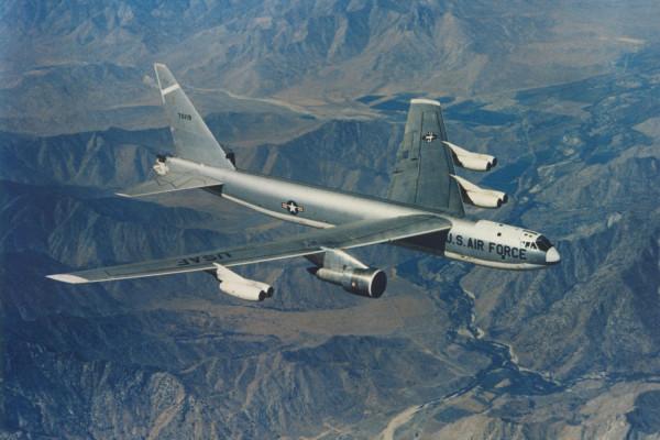 Boeing JB-52E (S/N 57-0119) in flight. (U.S. Air Force photo)