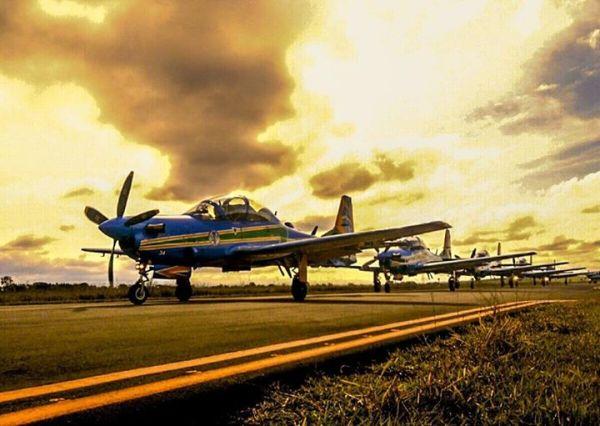 As setes aeronaves Super Tucano da Esquadrilha da Fumaça realizaram um treinamento nessa quinta-feira, dia 09 de julho. (Foto: Trapani / EDA)