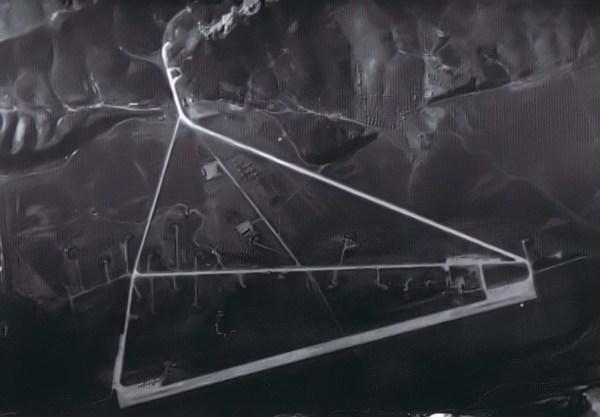 Base Aérea em Hwangiu, Coreia do Norte. Imagem captada durante a missão BX6847 - National Archive via Tim Brown