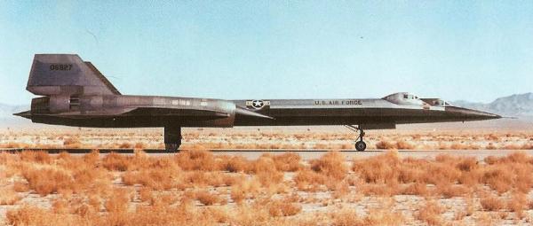 Em novembro, o quarto exemplar, de treinamento (biplace), denominado AT-12, Article 124 (60-6927), foi entregue, tendo voado pela primeira vez em 7 de janeiro de 1963 - Lockheed Martin