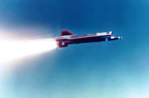 Lançamento de um D-21B, a partir de um B-52H - USAF