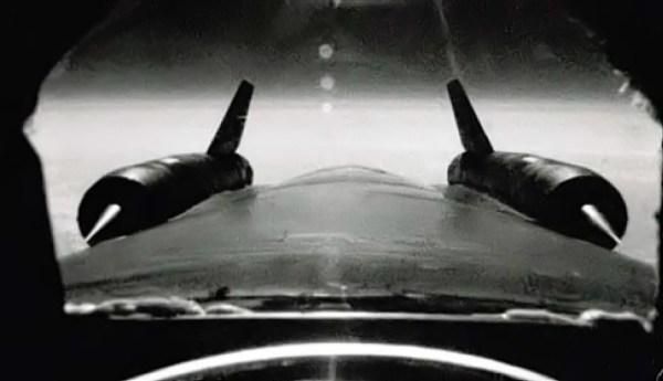 Nos três OXCART destacados para a Operação BLACK SHIELD, uma câmera de filmagem foi instalada atrás do cockpit - Roadrunners Internationale