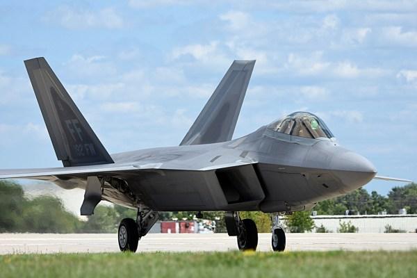 A USAF levou para Oshkosh duas aeronaves F-22 Raptor da Base Aérea de Langley. (Fotos: Fernando Valduga / Cavok Brasil)