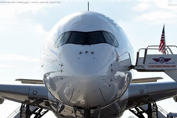 O mais novo widebody da Airbus, o A350 XWB, ficou três dias na exposição estática do AirVenture 2015. (Foto: Fernando Valduga / Cavok Brasil)