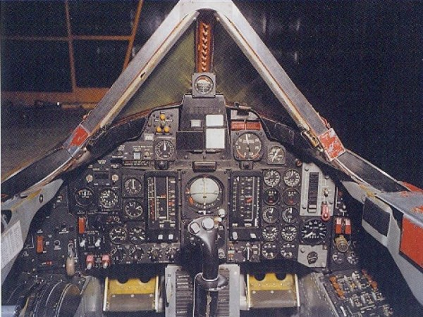 Lockheed A-12 OXCART – Cockpit do Piloto – Lockheed Martin (1)