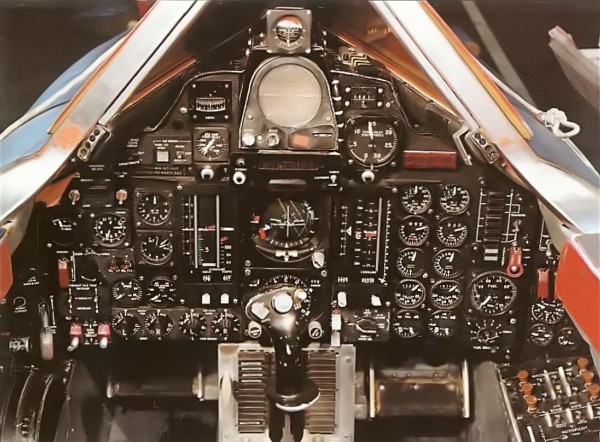 "Lockheed YF 12A – Cockpit do Piloto – Lockheed Martin 600x442 - ""A"" de ataque: Lockheed A-12 OXCART, o pai do SR-71 Blackbird - Parte 6"