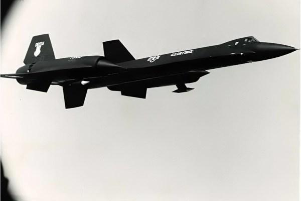 O primeiro exemplar do AF-12 (YF-12A), Artigo 1001 (60-6934), durante um voo de testes, no final de 1963 - Lockheed Martin