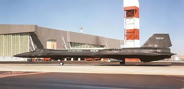 O primeiro exemplar do AF-12 (YF-12A), Artigo 1001 (60-6934), na Base Aérea de Edwards, em 30 de setembro de 1964 - Lockheed Martin