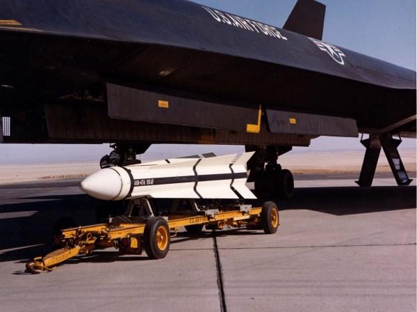 Terceiro protótipo do Lockheed AF-12 (YF-12A), Artigo 1003 (60-6936). Este exemplar foi o único a disparar 3 mísseis AIM-47 durante o programa de testes, nos dias 22/03/66, 13/05/66, e 21/09/66 / Lockheed Martin