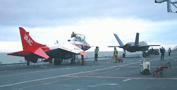 O Harrier, Yak-38, Yak-141 e o F-35 são as únicas aeronaves capazes de decolar sem o uso de rampa, mas a sua carga e alcance ficam reduzidas.