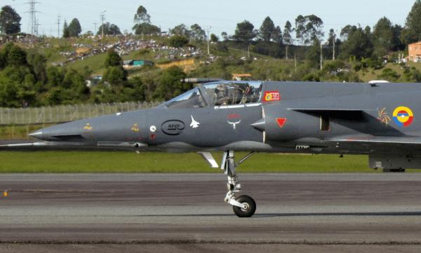 IAI Kfir Colômbia 1 x 0 Su-30MK2V Venezuela COLÔMBIA - Su-30 VENEZUELA, montagem Cavok