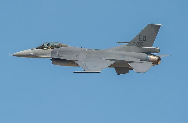 O primeiro caça F-16V no seu voo inaugural realizado no dia 16 de outubro, em Fort Worth, Texas. (Foto: Randy Crites / Lockheed Martin)