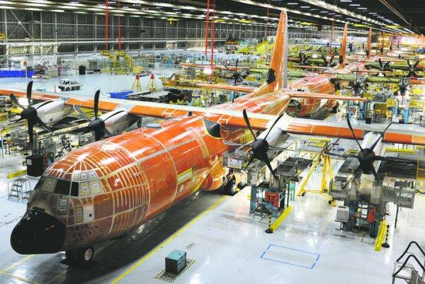 48FN_Lockheed_C130J_line_01