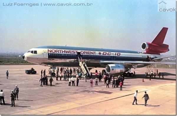 """O DC-10-40 """"N143US"""" foi o primeiro widebody a pousar no Aeroporto Salgado Filho em Porto Alegre, em 13 de outubro de 1972 (Foto: Luiz Foernges / Cavok)"""