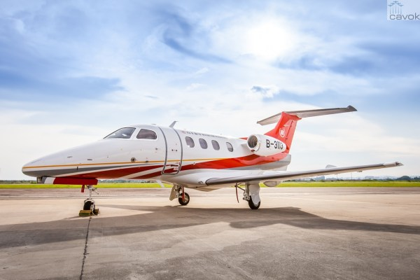 O primeiro Phenom 100E entregue na China. (Foto: Embraer Executive Jets)