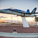 Acidente de trânsito envolvendo um F/A-18 Hornet deixa dois mortos