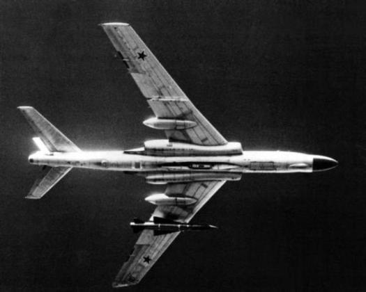 """000 Badger C DNSN8205720 - Bombardeiros do pós-guerra: Tupolev Tu-16 """"Badger"""""""