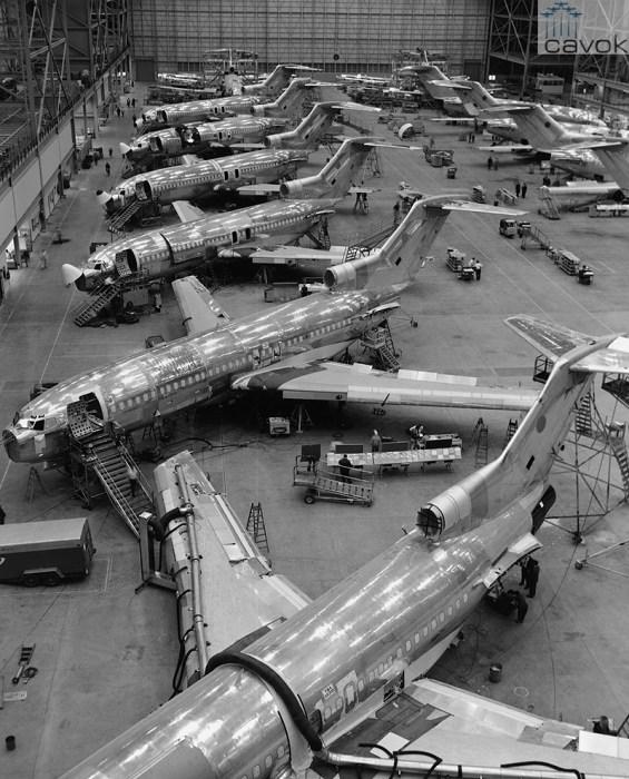 Linha de produção do Boeing 727 em 1967.