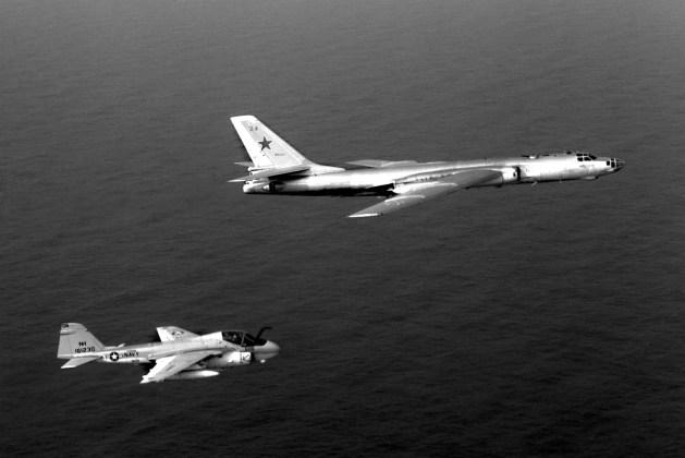 "A 6E VA 95 Tu 16 1982 - Bombardeiros do pós-guerra: Tupolev Tu-16 ""Badger"""