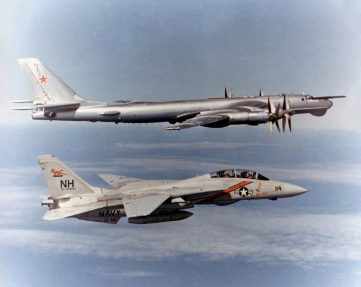 "F 14 TU 95 - Bombardeiros do pós-guerra: Tupolev Tu-95 ""Bear"""