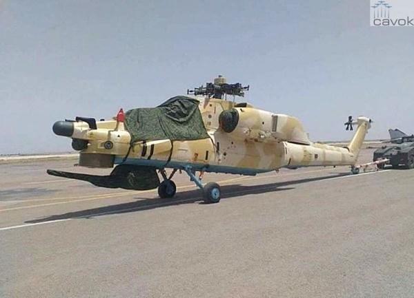 Um Mi-28UB no dia 29 de maio, após a chegada na Argélia. Observar que o exemplar já está sem a bandeira russa na cauda. (Foto: QJJ)