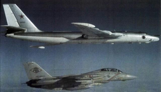 Myasischyev M-4 Bison #3_F-14 Tomcat VF-102 intercepting 1983