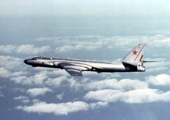 """Tu 16 Badger E - Bombardeiros do pós-guerra: Tupolev Tu-16 """"Badger"""""""