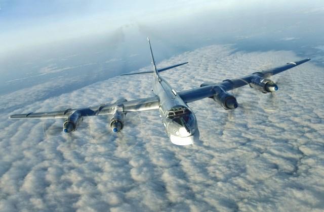 "Tu 95 capa - Bombardeiros do pós-guerra: Tupolev Tu-95 ""Bear"""