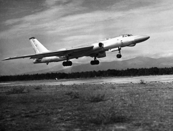 "vn tu 16rm 07 - Bombardeiros do pós-guerra: Tupolev Tu-16 ""Badger"""