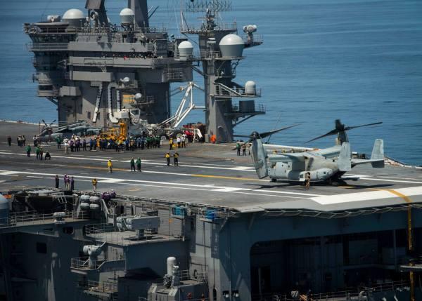 A aeronave MV-22 Osprey dos Fuzileiros Navais dos EUA, a bordo do porta-aviões USS Carl Vinson, no dia 12 de junho. (Foto: U.S. Navy)