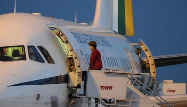 A presidente afastada Dilma Roussef foi autorizada pela justiça gaúcha a utilizar aeronaves da FAB para suas viagens.