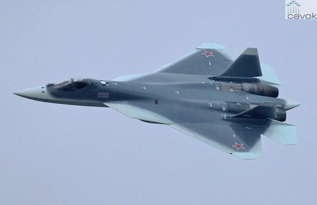 O novo padrão de camuflagem adotado pela Rússia nas aeronaves PAK-FA. (Foto: Artyon Anikeev)