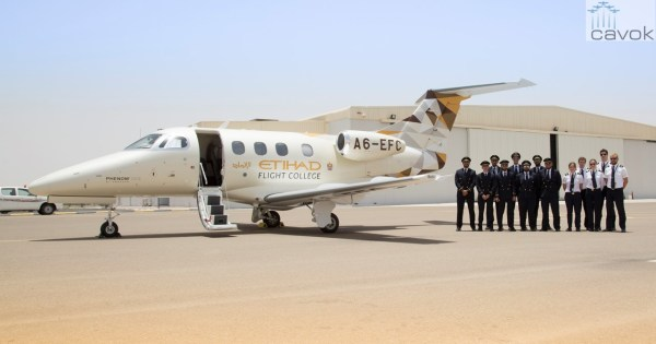 O primeiro jato Phenom 100E da Etihad Flight College. (Foto: Embraer Executive Jets)