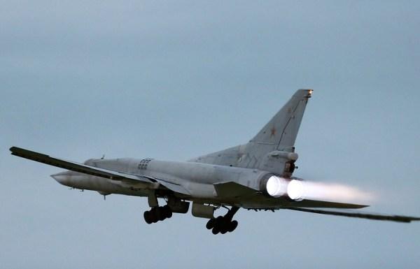 Um bombardeiro russo Tu-22M3 decola para mais uma missão de ataque sobre a Síria. (Foto: Marina Lystseva)