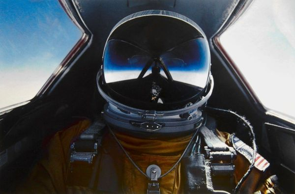 Selfie tirada a bordo do SR-71 Blackbird, pelo Major Brian Shul da USAF. (Foto: USAF / Brian Shul via Wikimedia Commons)
