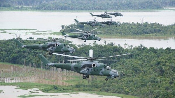 Voo em formação com oito aeronaves AH-2 Sabre do Esquadrão Poti. (Foto: Agência Força Aérea)