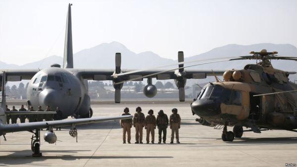 A falta de pilotos, bem como de aeronaves, está causando dificuldades para as operações da Força Aérea afegã.
