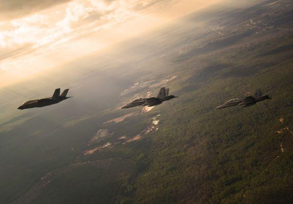 F 35B at Eglin1 600x418 - EUA vão implantar caças F-35 no Japão em 2017