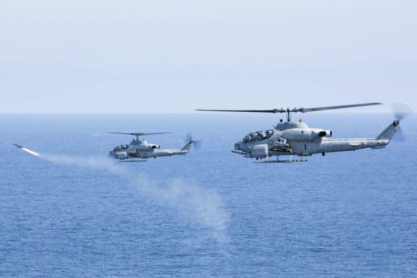 Helicópteros AH-1W Super Cobra foram usados nos ataques contra o ISIS na Líbia. (Foto: U.S. Marine Corps)