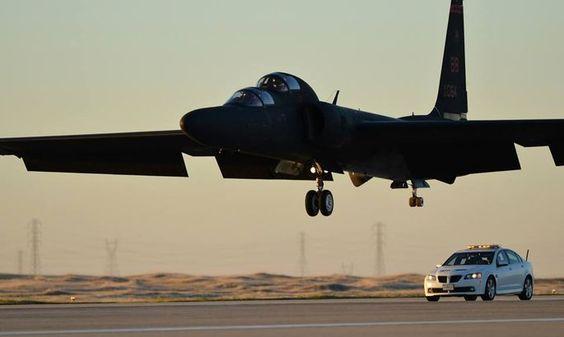 """A aeronave TU-2S, usada para treinamento dos pilotos da aeronave de reconhecimento U-2 """"Dragon Lady""""."""