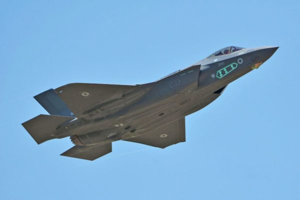 """O primeiro caça F-35I """"Adir"""" (AS-1) durante seu primeiro voo. (Foto: Lockheed Martin)"""