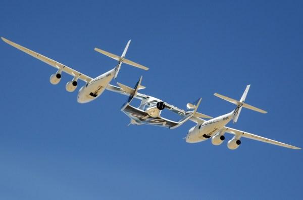 A VSS Unity realiza primeiro voo captivo com a SpaceShipTwo conectada na WhiteKnightTwo. (Foto: Virgin Galactic)